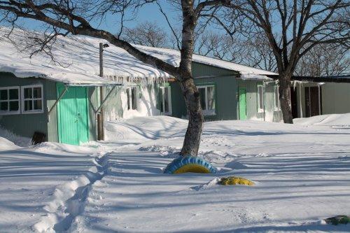 Территория около школы. Зима.